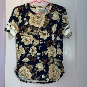 Heart & Hips Floral T-shirt (NWOT)